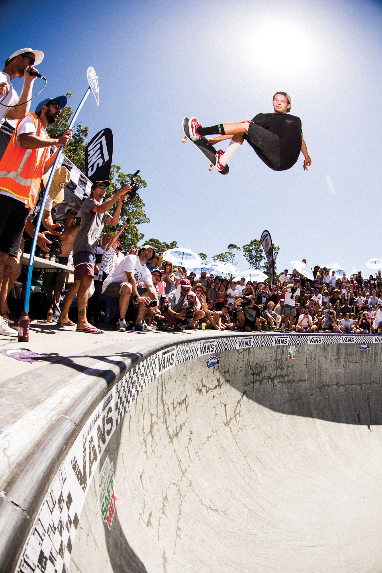 Photograph of Bowman Hansen, frontside air at the 2017 Mangawhai Bowl Jam